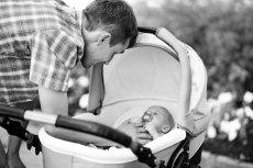 Fotografia ojca z niemowlęciem jest wyjściem do zaskakującego zadania