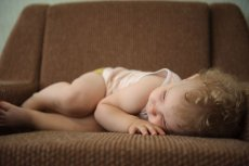 Nocne karmienie często wzbudza wątpliwości matek.