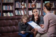 """Rodzic musi przestać być """"wszystkowiedzącym roszczeniowcem"""", a nauczyciel """"urzędnikiem przeganiającym natrętnego petenta"""". Pytamy prof. Stefana Kwiatkowskiego, jak znaleźć płaszczyznę porozumienia między rodzicami, a pedagogami"""