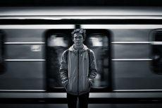 Fot. Pexels / [url=https://www.pexels.com/photo/black-and-white-person-train-motion-42153/]Stefan Stefancik[/url]/[url=https://www.pexels.com/photo-license/]CC0 License[/url]