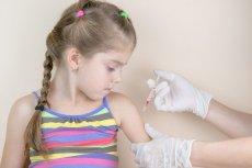 Rodzice, którzy uchylają się od szczepień obowiązkowych protestują przeciwko wysokim karom.