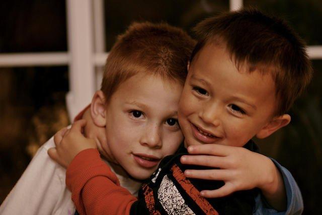 Dzieci, które są przytulane, chorują rzadziej.
