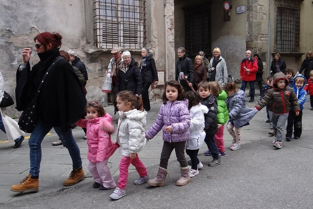 Fot. Pixabay / [url=https://pixabay.com/en/kindergarten-children-walk-more-555442/]whoelfe[/url] / [url=https://pixabay.com/en/service/terms/#usage]CC0 Public Domain[/url]