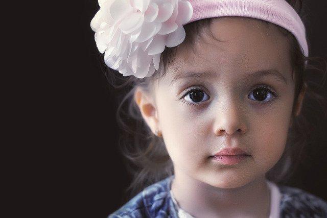 Fot. Pixabay / [url=https://pixabay.com/pl/dziecko-wz%C3%B3r-dziewczyna-portret-807544/]Bessi[/url] / [url=https://pixabay.com/service/terms/#usage]CC0 Public Domain[/url]