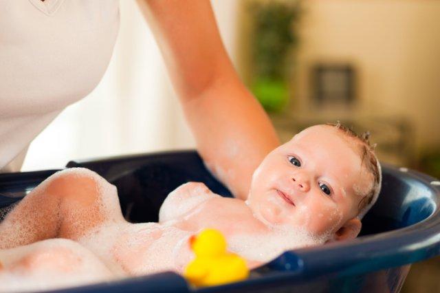 Właściwie dobrane akcesoria sprawią, że podczas kąpieli malucha zadbamy o jego komfort i bezpieczeństwo