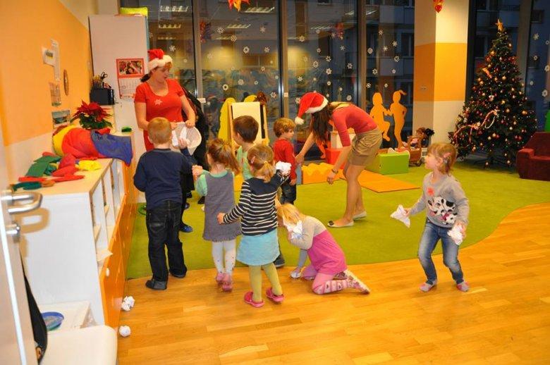 """Zabawy dzieci w """"biurowym przedszkolu"""" pozwalają im poznać kulisy pracy rodziców."""