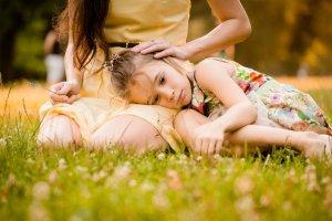 Słowa otuchy, które naszym zdaniem mogą pomóc dziecku pokonać strach, niekoniecznie działają na korzyść malucha.
