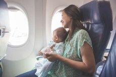 Lot samolotem z dzieckiem.
