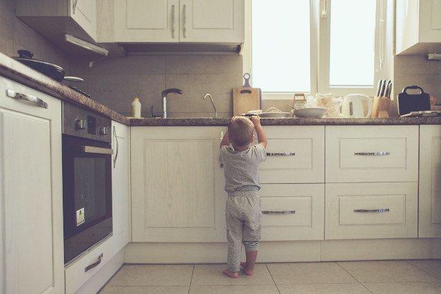 Dzieci nie mogą mieć dostępu do gorących płynów.