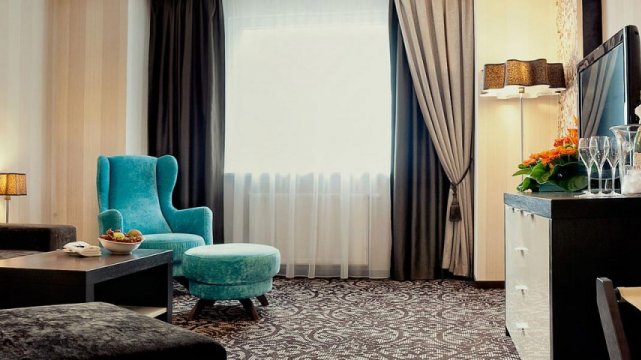 Junior suite - Przestronny, komfortowy apartament z widokiem na potok lub góry.