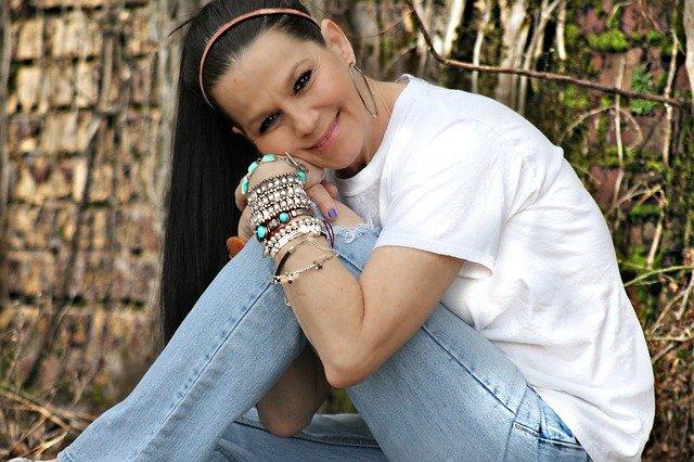 Fot. Pixabay/ [url=http://pixabay.com/pl/kobieta-d%C5%82ugie-w%C5%82osy-brunette-401437/]TheresaOtero[/url] / [url= http://pixabay.com/pl/service/terms/#download_terms]CC O[/url] Męska miłość, nawet ta chłopięca sprawia, że czujesz się szczęśliwa