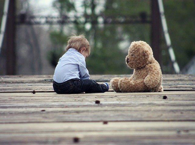 Fot. Pixabay/[url=http://pixabay.com/pl/kochanie-teddy-nied%C5%BAwied%C5%BA-%C5%82adny-623417/]cherylholt[/url] / [url=http://bit.ly/CC0-PD]CC0 Public Domain[/url]