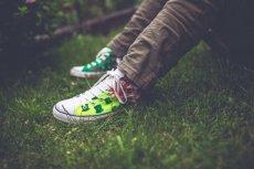 Fot. Pexels / [url=https://www.pexels.com/photo/handmade-sneakers-5888/]kaboompics.com[/url]/[url=https://www.pexels.com/photo-license/]CC0 License[/url]