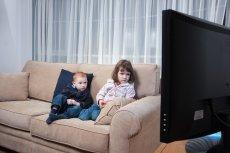 Nie ma rady na dzieci, które godzinami siedzą na kanapie i oglądają telewizję? Jest, tylko trzeba je dobrze zmotywować
