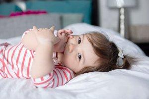 Ssanie kciuka jest zachowaniem rozwojowym tylko do pewnego wieku.