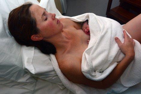 Rękoczyn Kristellera nadal stosowany na polskich porodówkach.