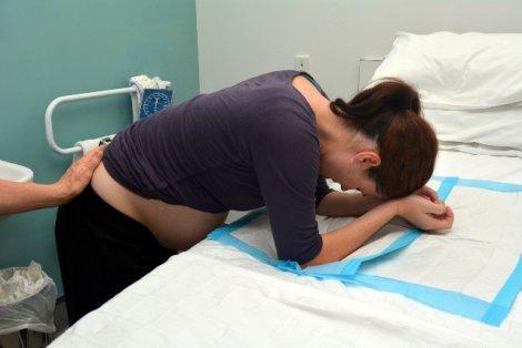 Rękoczyn Kristellera  nadal stosowany jest na porodówkach.