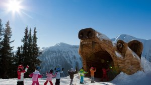 Nauka poprzez zabawe w szkółce narciarskiej/Serfaus-Fiss-Ladis.