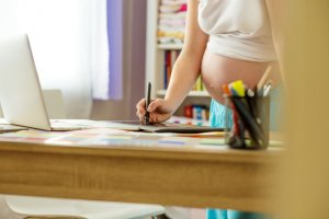 Kobiety, które wykonują pracę tymczasową mogą według projektowanych zmian liczyć na ciągłość umowy.