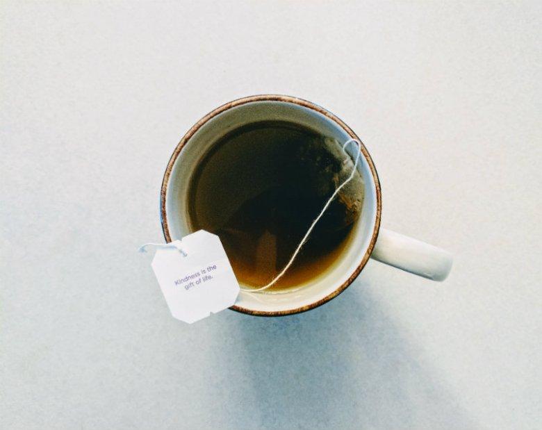 Herbata bez mleka jest tak samo dobra w okresie karmienia, jak ta z mlekiem. Albo jak mleko.