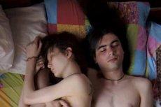"""""""Waiting"""" to cykl zdjęć rosyjskiej fotografki, na których są pary spodziewające siędziecka."""