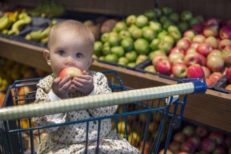 Naturalne nie zawsze znaczy lepsze. Brązowe plamki na niepryskanych owocach mogą oznaczać choroby grzybowe, niebezpieczne dla ciebie i twojego dziecka.