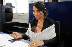 Eurodeputowana Licia Ronzuli zabierała swoją córkę na obrady europarlamentu. Niezależnie od tego, w jaki wieku było dziecko.
