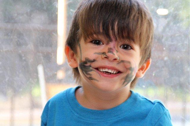 Fot. Pixabay / [url=https://pixabay.com/pl/chłopiec-zabawa-uśmiech-w-rodzina-1058829/]muatlanta[/url] / [url=https://pixabay.com/pl/service/terms/#usage]CC0 Public Domain[/url]