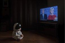 Świat polityki, gadających twarzy w telewizji, również bywa fascynujący, tylko o co chodzi?