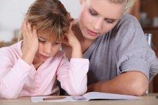 Dzieci są wieczorami zbyt zmęczone, by godzinami odrabiać lekcje.