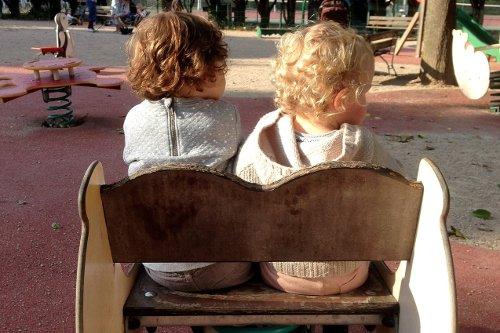 Fot. Pixabay / [url=https://pixabay.com/pl/dziecko-przyjaciel-kuzyn-blond-gra-962297/]Mrs_schu[/url] / [url=https://pixabay.com/pl/service/terms/#usage]CC[/url]