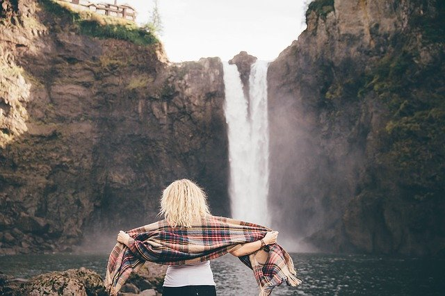 Fot. Pixabay / [url=https://pixabay.com/en/waterfalls-woman-scarf-scarves-1150068/]Unsplash[/url] / [url=https://pixabay.com/en/service/terms/#usage]CC0 Public Domain[/url]