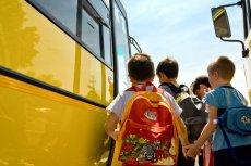 Uczniowie szkół podstawowych i gimnazjaliści dostaną specjalne karty miejsce uprawniające do bezpłatnych przejazdów.