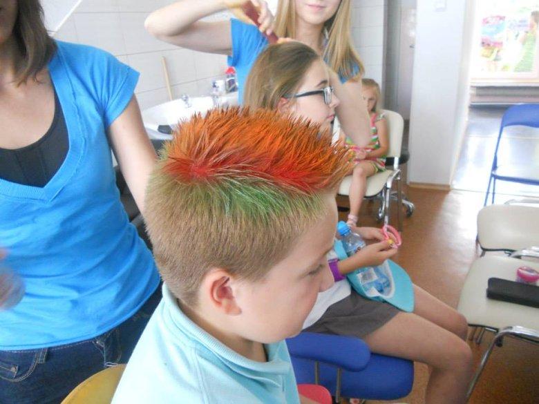 Przykładów niebanalnych dziecięcych fryzur można znaleźć wiele.