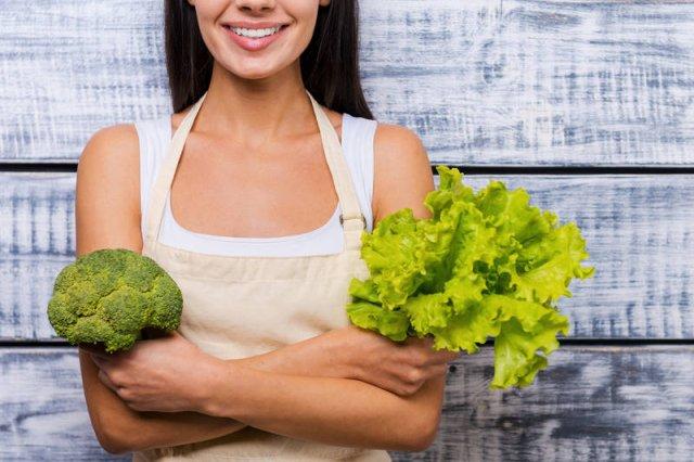 Jedzenie sałaty nie rozwiązuje problemów z nadwagą. Mądrzejszym pomysłem jest wybór warzyw i owoców o niskim indeksie glikemicznym i dużej zawartości błonnika. Jak brokuły!