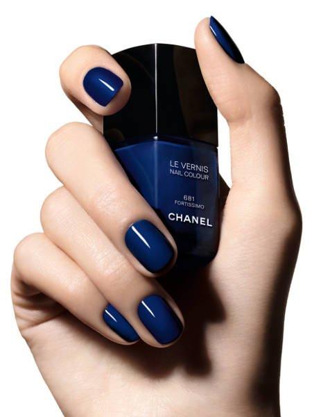 Lakier do paznokci w kolorze Fortissimo z kolekcji Blue Rythm Chanel