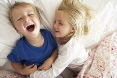 Wygłupy i spontaniczne wariacje są istotnym elementem dzieciństwa i najfajniejszym wspomnieniem  - nie strofujmy dzieci zanadto.