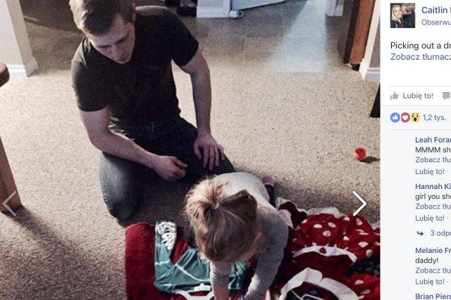 Tutaj tata pomaga córce dokonać wyboru zestawu idealnego.