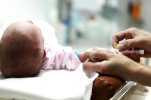 Największą zmianą jest wprowadzanie obowiązkowych i bezpłatnych szczepień przeciw pneumokokom.