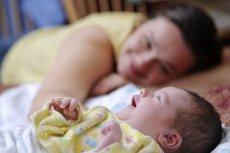 Młody rodzic może liczyć na wsparcie finansowe, pod warunkiem, że spełnia określone kryteria.