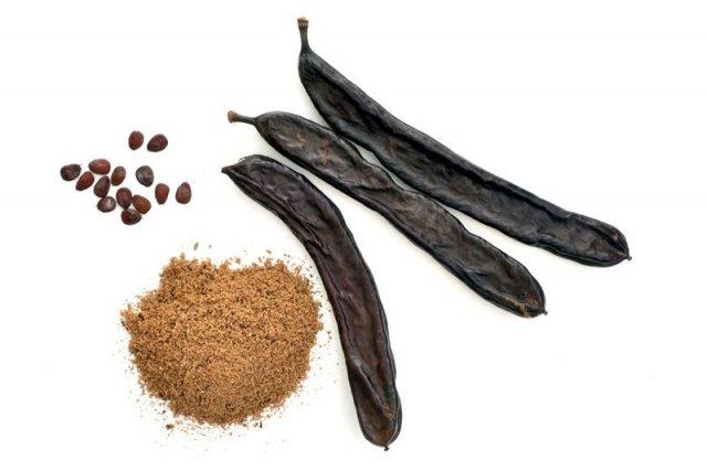 Strąki, nasiona i mączka z karobu