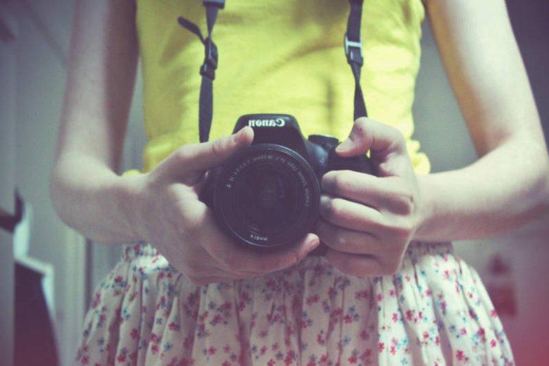 Media społecznościowe i selfie dają złudzenie osobom o niskim poczuciu własnej wartości, że wydają się innym atrakcyjne. To pułapka!