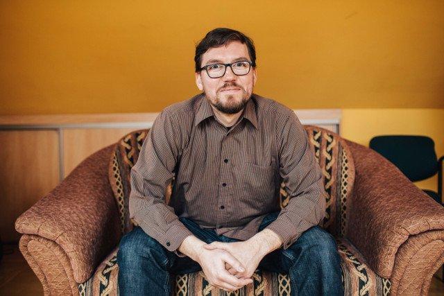 Marcin Kałużyński jest psychologiem. Pracuje z rodzinami dzieci ze zdiagnozowanymi wadami letalnymi.