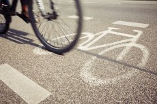 Bezpieczeństwo dziecka - jak przewozić je rowerem, by nie stała mu się krzywda.