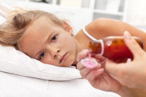 Nie zawsze jesteśmy dość uważni przed podaniem dziecku leku