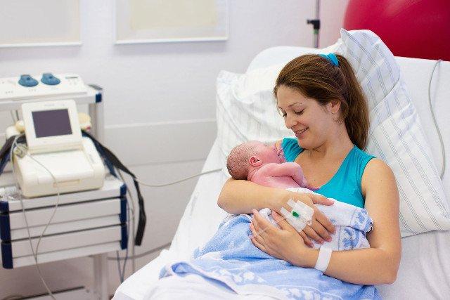 Według doniesień z USC w Polsce rodzi się coraz więcej dzieci.