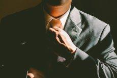 Fot. Pixabay / [url=https://pixabay.com/pl/remis-krawat-dopasowa%C4%87-regulacja-690084/]Unsplash[/url]/[url=https://pixabay.com/pl/service/terms/#usage]CC0 Public Domain[/url]