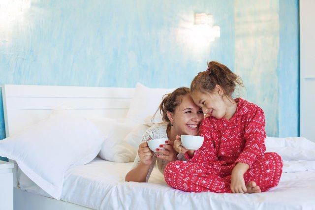 Więź między matką a córką może być bardzo silna, jeśli  jak najwcześniej nauczymy się rozmawiać o swoich emocjach i odczuciach
