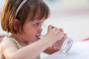 Co podawać dziecku do picia? Co powinno pić dziecko?