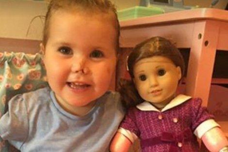Dziewczynce amputowano wszystkie kończyny. Rodzice sprawili jej wyjątkowy prezent.